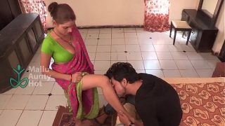 Desi maid seduces with awesome cleavage bgrade adult short film
