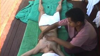 Hidden cam massage sex of Mature Indian milf orgasm in hotel