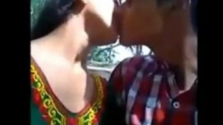 Indian collage girl kissing-boob pressing in park mms video