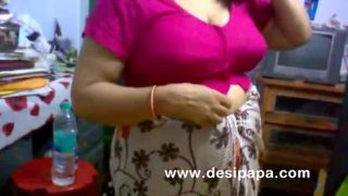 Amateur Indian porn sex video of aunty changing her clothes