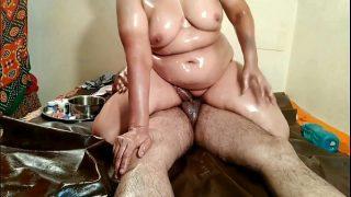 Desi amateur home sex xxx video of mature milf oil massage porn