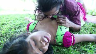 Desi young couple sxxx romance in public park in hindi xxx full HD
