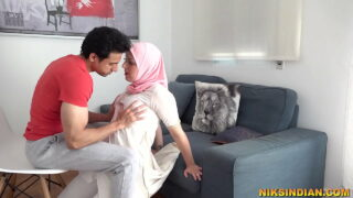 मुस्लिम महिला xnxx हिन्दू पड़ोसी गाँड़ चुदवाने उसके घर पहुँच गयी free porn HD